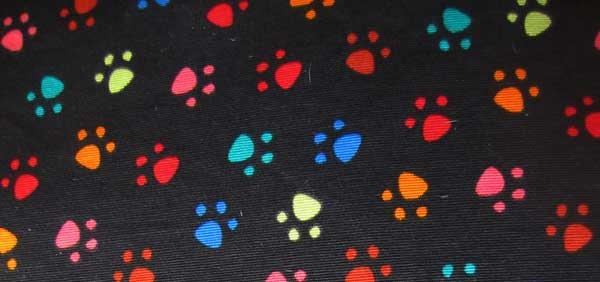 cama especial galgo huellas colores